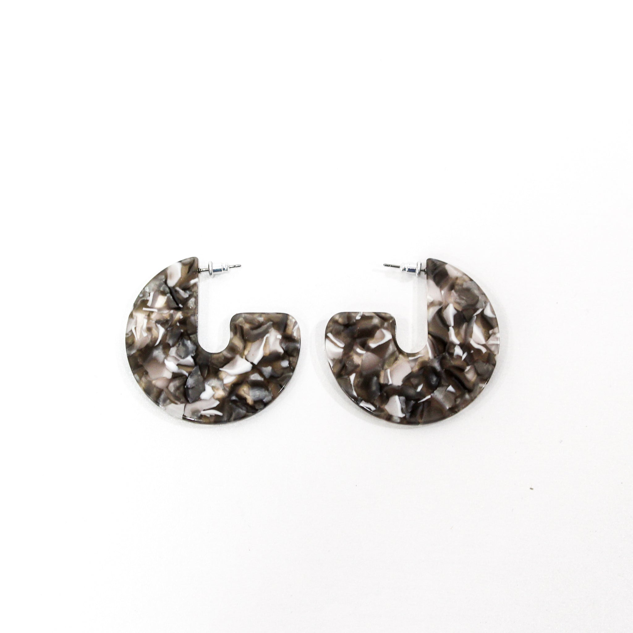 Antonia Cut Out Resin Black Earrings