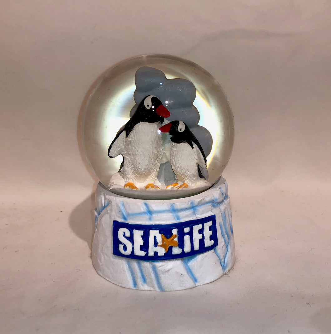 SEA LIFE Penguin Snowglobe 65mm