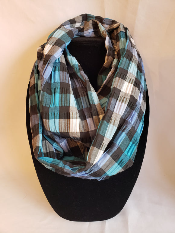 Lightweight Textured Infinity Scarf in Skater Plaid