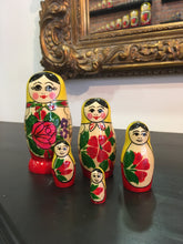 Charger l'image dans la galerie, Matryoshka Russian girl 5 pieces / Матрешка Россияночка 5 кукол 11 см
