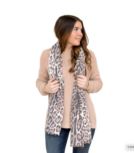 Luxurious Leopard Print Scarf