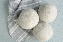 Load image into Gallery viewer, ULAT Dryer Balls natural colour set