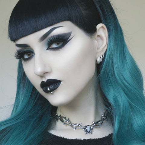 VOTE TO RESTOCK | Skadi Goddess Of Winter Thorn Choker Black Pearl Silver