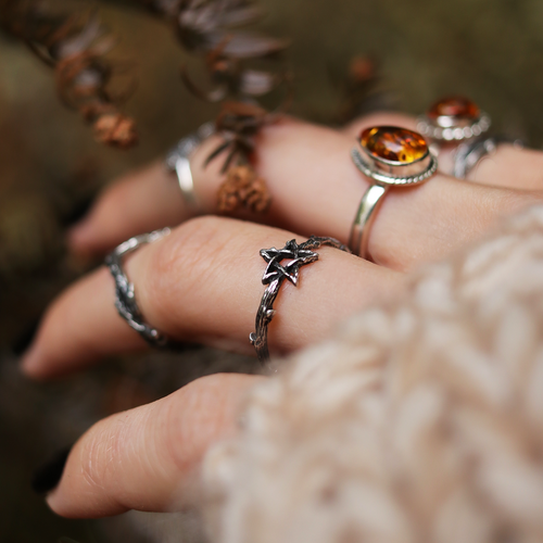 BACK AUTUMN 2021 | Willow Magick Pentagram Thorn Ring