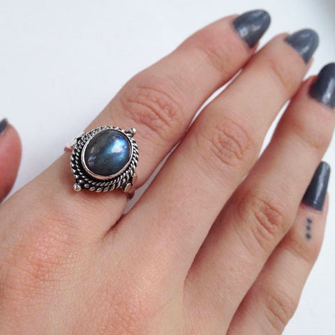 Night Wall Fiery Labradorite Ring