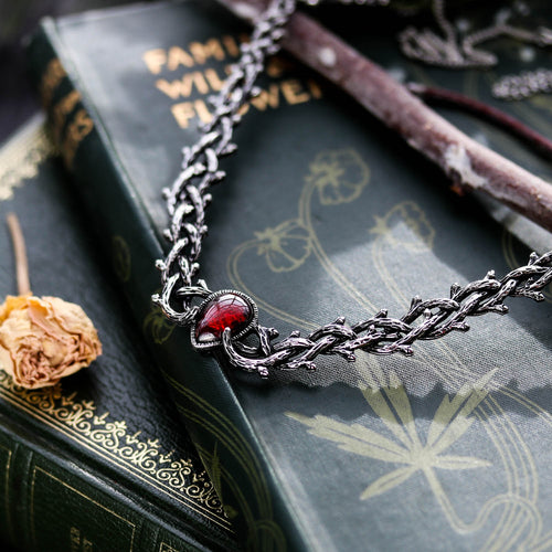 Skadi's Shadow Gothic Thorn Necklace Red