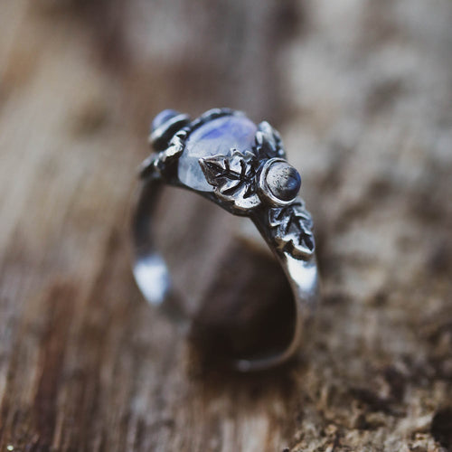 LOW IN STOCK Umbra Moonstone & Labradorite Gothic Ivy Ring