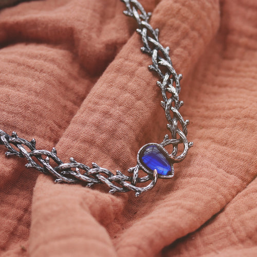 Skadi's Shadow Gothic Thorn Necklace Blue