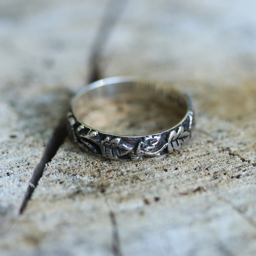 Secret Forest Gothic Band Ring