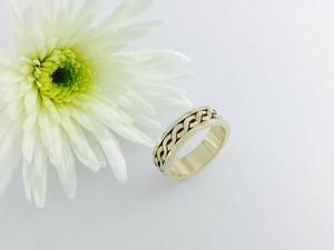 5mm Celtic love knot wedding band, 9ct Gold celtic ring. Totally handmade.