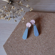 Load image into Gallery viewer, Grey & Pink Teardrop Studs