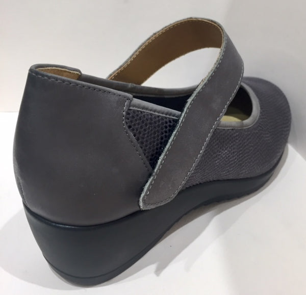 VItalia Mary Jane Wedge