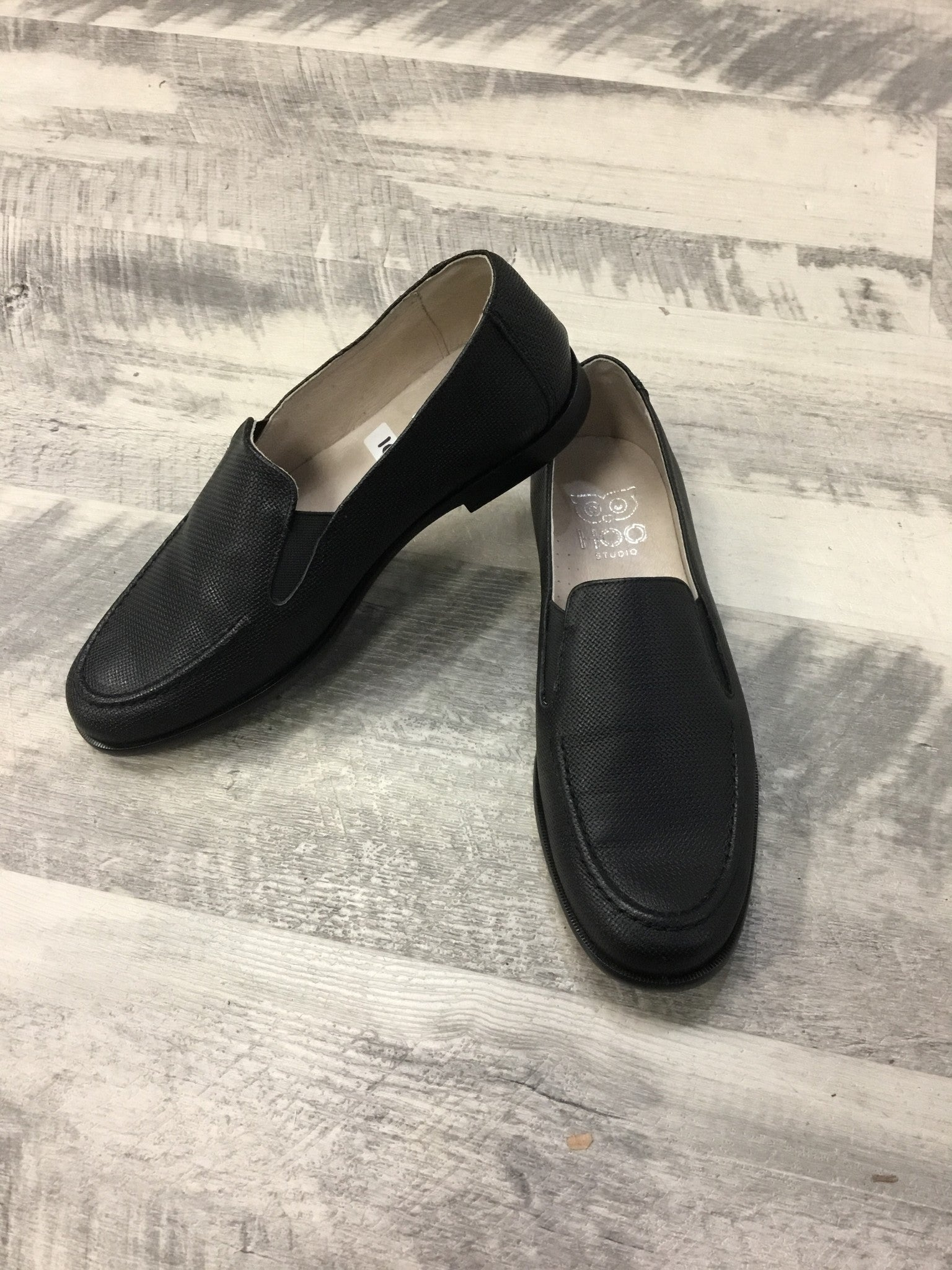 Hoo Black 2279 textured loafer