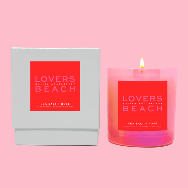 This Iridescent Pink scented candle in the LOVERS BEACH scent is the perfect Valentines Day candle for your girlfriend with notes of rose and sea salt.
