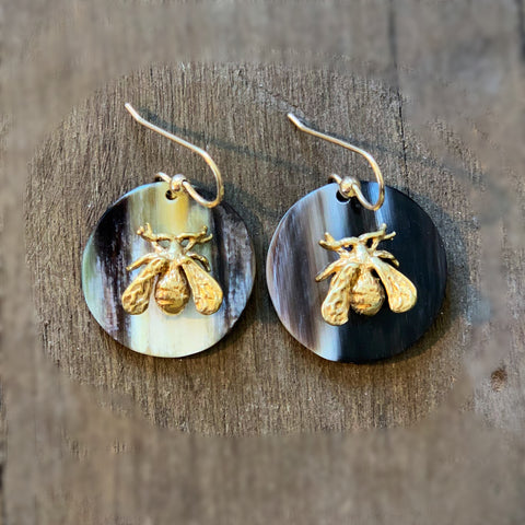 Small Circle earrings with Bee