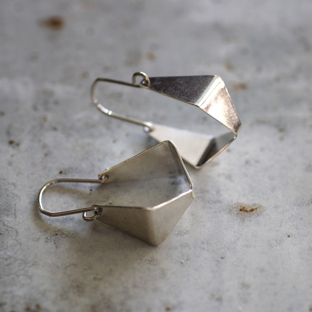geometric swing earrings Born out of a desire to create pretty pieces for everyday wear, Delwynne Winter is the creator and maker of Love Winter jewellery. Every one of her pieces is hand crafted, using 100% sterling silver, 9ct Gold, brass and copper, all made in her studio in Takapuna.  Size: • 30mm from hook to bottom • Sterling silver