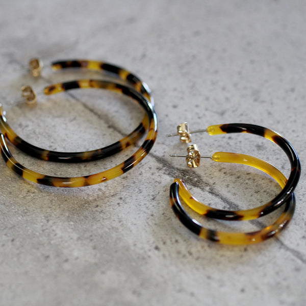 torti hoop earrings Everyone's cray for tortoiseshell!! These resin hoops come in two sizes.  • lead, nickel, cadmium free • stud fixture  Size: • Mini 32mm diameter • Regular 45mm diameter
