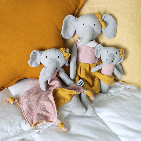 Effie Elephant Collection Effies cute dangly ears are perfect for lil hands to grab. This gorgeous range of linen toys are destined to become babies best friends.  In a selection of on trend colours.  Comforter - 30 x 30cm Rattle - 15cm high Soft toy - 40cm high
