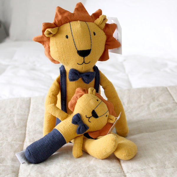 logan lion collection This gorgeous range of toys are destined to become babies best friends.  In a selection of on trend colours and in a beautiful soft linen fabric.  Comforter - 30 x 30cm Rattle - 15cm Soft toy - 40cm