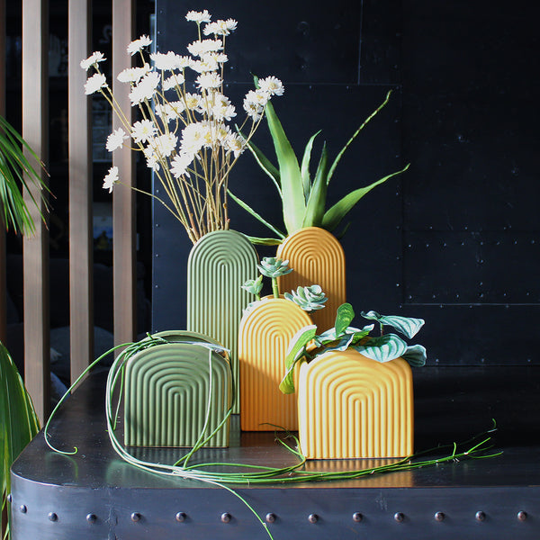Back to the 'Roaring Twenties' with our funky Gatsby planters. Mix and match or simply on their own they are a statement. Cover pot only - no drainage hole. Size: H15 x W14.5 x D14.5cm