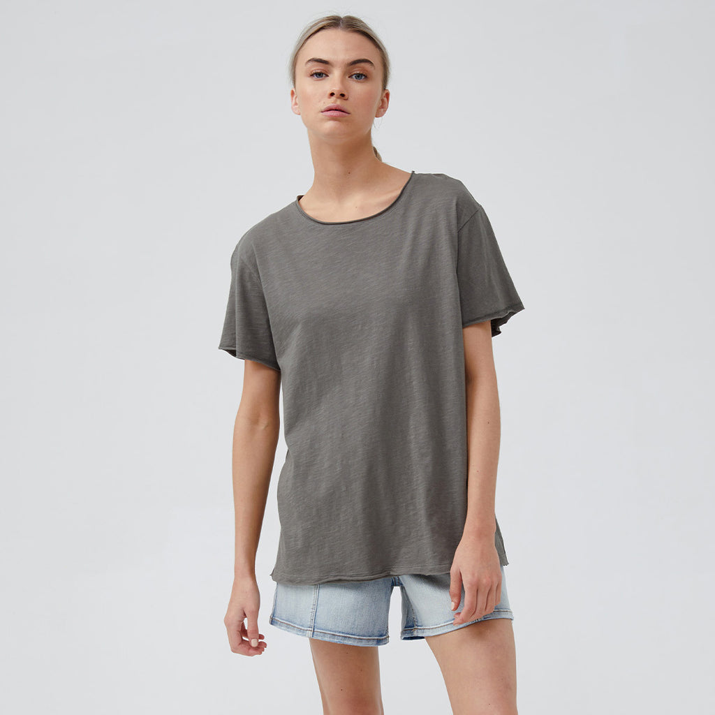 The new Kaia T-Shirt features our signature raw edging and classic straight hem. Crafted from 100% GOTS Certified Organic Cotton, the Kaia will become your go-to summer tee.  STYLE DETAILS: • Raw edge hem neckline, sleeve and hem • Short sleeves • Straight hemline • Fabric: 100% GOTS Certified Organic Cotton Slub (Global Organic Textile Standard)  SIZE & FIT: Regular fit. Length 66cm