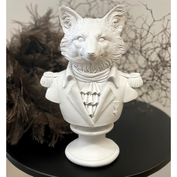 We love quirky decor pieces and this guy hits the mark.  Size: H30.5xW19 cm Colour: White Material: Polyresin