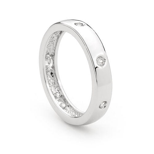 Sterling silver ring featuring hammer set CZ - Red Carpet Jewellers