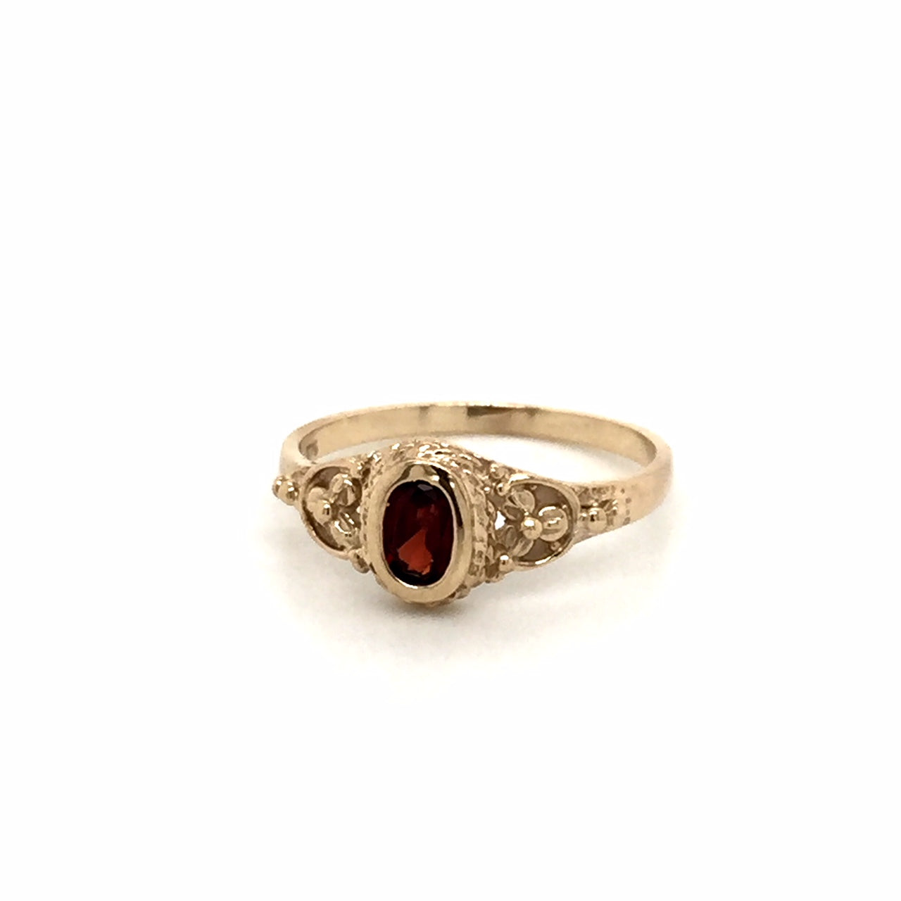 9ct gold Garnet ring - Red Carpet Jewellers