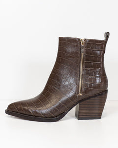 Django & Juliette Milky Choc Croc Leather