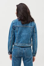 Load image into Gallery viewer, Dr Denim Viva Trucker Jacket City Blue