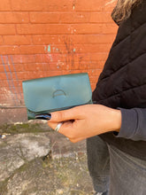 Load image into Gallery viewer, IE FRANCIS Tab Wallet Racing Green