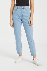 Dr Denim Nora Mom Jeans in Light Retro Blue