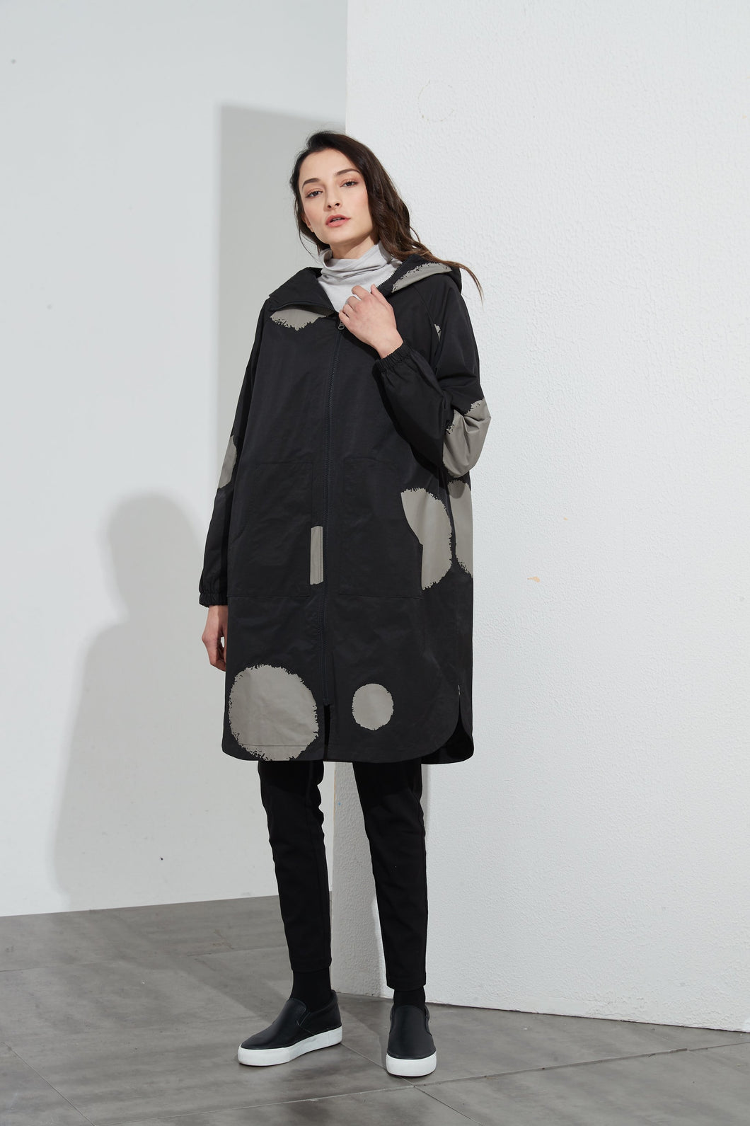 Tirelli Elastic Sleeve Overcoat Black/ Big Spot