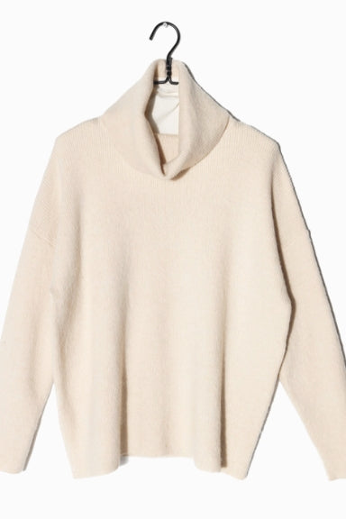Ivory Turtleneck Sweater - milogiftshop
