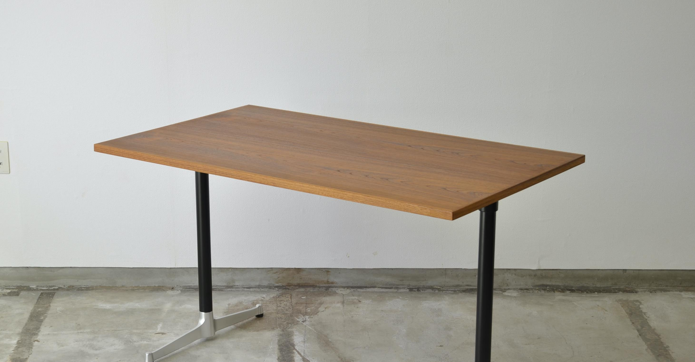 Cafe Table 1200×700
