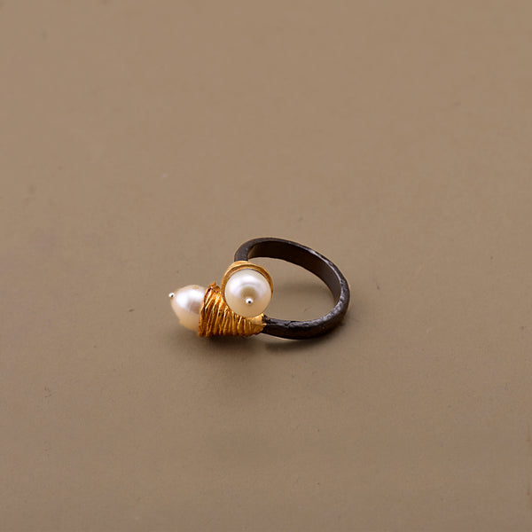 TWO-TONED PEARL RING