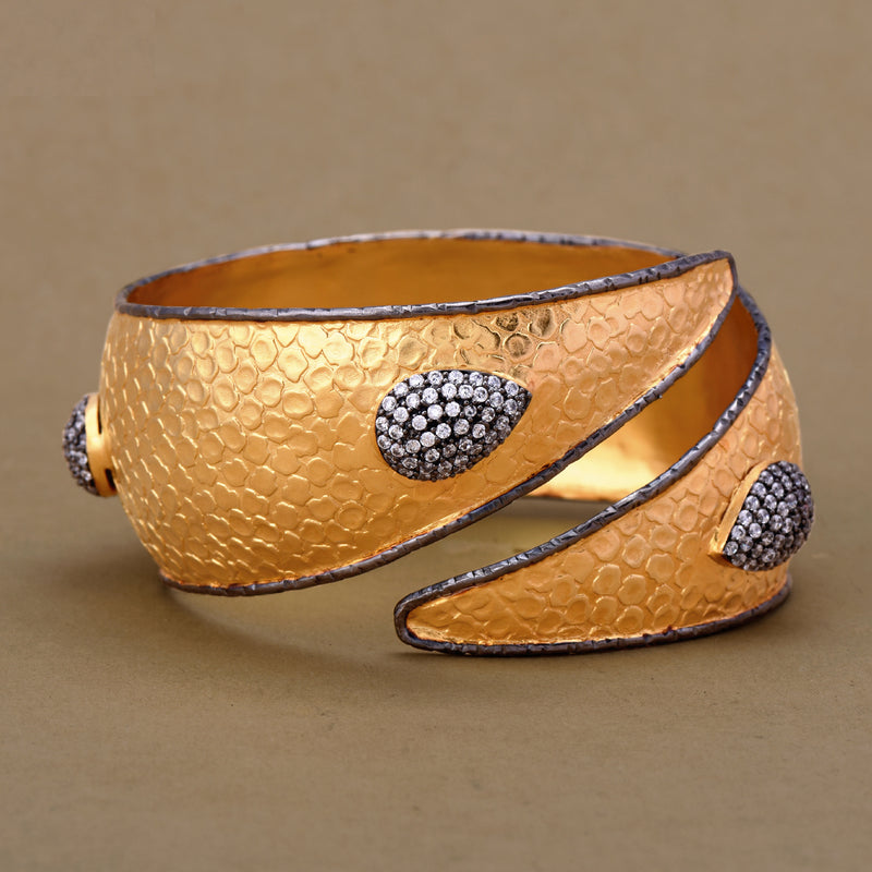 TWO TONED TEXTURED CUFF