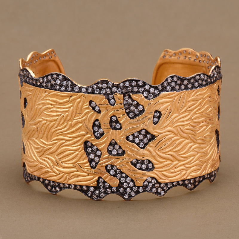 SEALLOPED EDGE CUFF