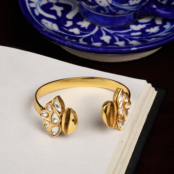 FLORET COWRIE BANGLE
