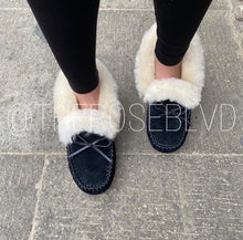 Load image into Gallery viewer, Fur Moccasins (PREORDER)
