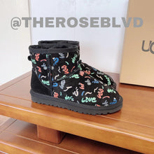 Load image into Gallery viewer, UGG Graffiti Boots (BIG KIDS)