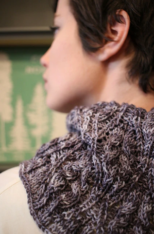 Grey-diant cowl pattern