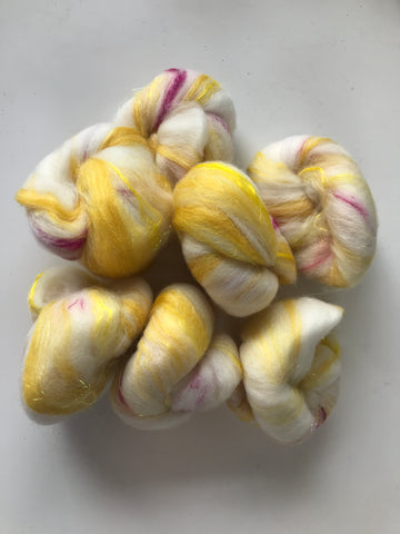 Mini batts: Raspberry Lemonade (2 oz. spinning fiber)