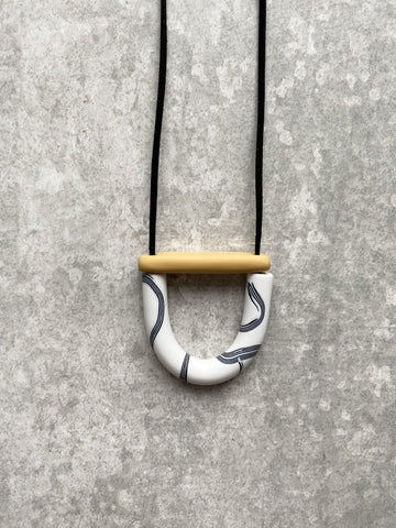 Mini Arc and Bar Necklace Mono