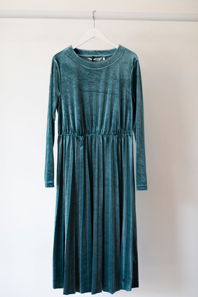 Nakotah Velvet Dress Atlantic