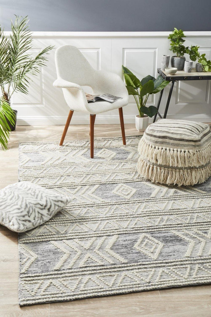 Esha Woven Tribal Rug Silver Grey - Housethings