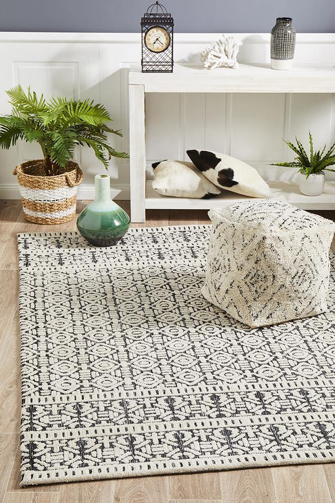 Levi Adonis Ivory Black Rug - Housethings