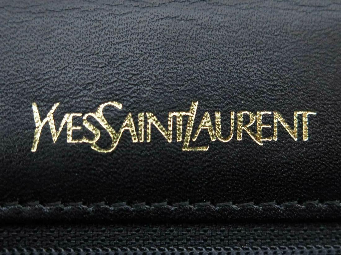 ysl clutch in black patent leather