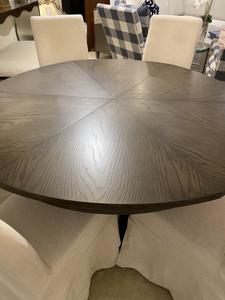 Casual Jupe Dining Table