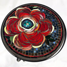 "Load image into Gallery viewer, 18"" Zinnia Mosaic Table"
